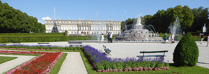 Picture: Waterworks in front of Herrenchiemsee New Palace
