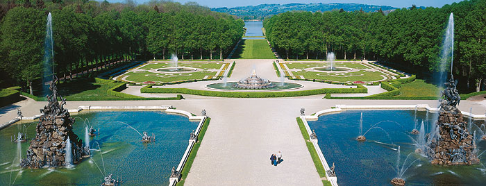 Picture: Water parterre with Fama and Fortuna Fountain
